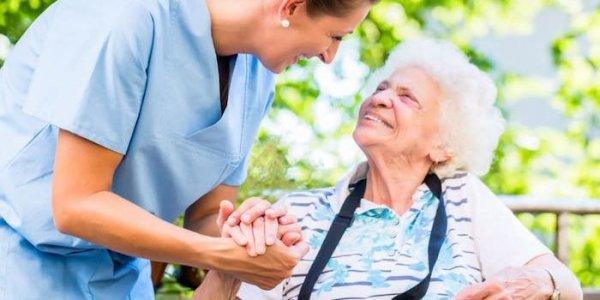 Преимущества и недостатки домов престарелых