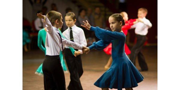 костюм для бальних танців